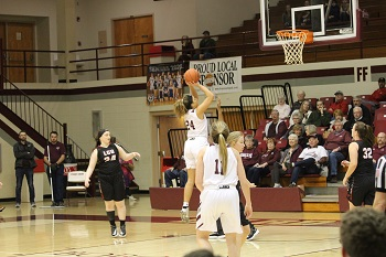 Lady Bobcat Grace Steiger with a jumper in the paint.