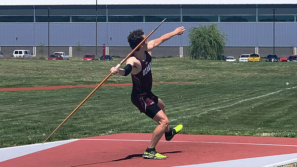Mrowiec throwing Javelin
